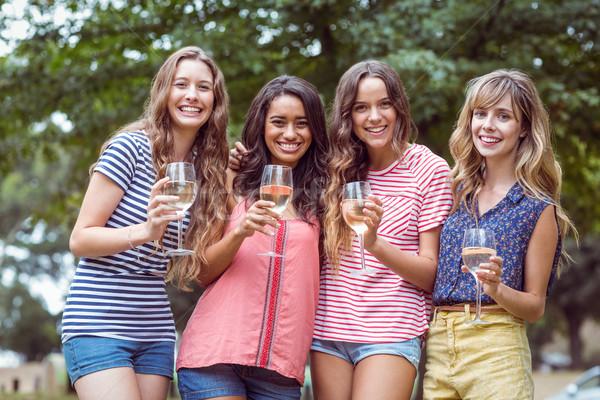 ストックフォト: 幸せ · 友達 · 公園 · 女性