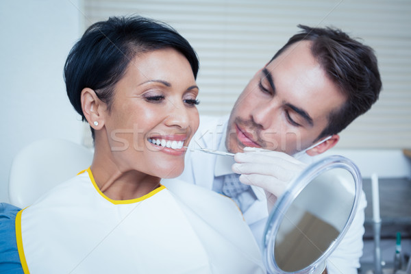 Masculina dentista examinar dientes dentistas silla Foto stock © wavebreak_media