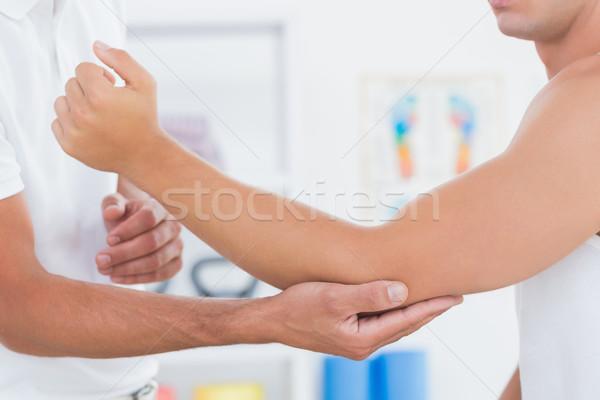 Médico examinar paciente brazo médicos oficina Foto stock © wavebreak_media