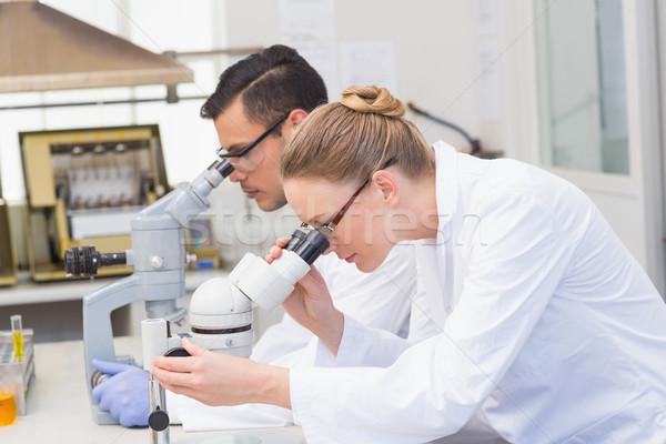 科学者 顕微鏡 室 女性 技術 科学 ストックフォト © wavebreak_media