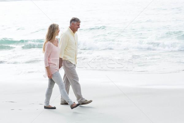 Boldog pár sétál tenger tengerpart nő Stock fotó © wavebreak_media
