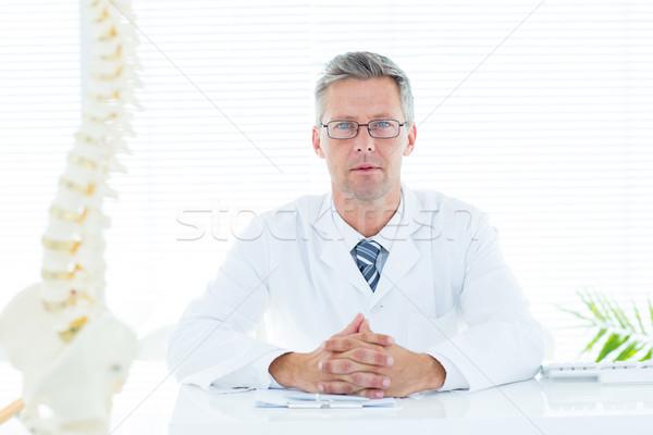 Orvos ül asztal néz kamera orvosi Stock fotó © wavebreak_media