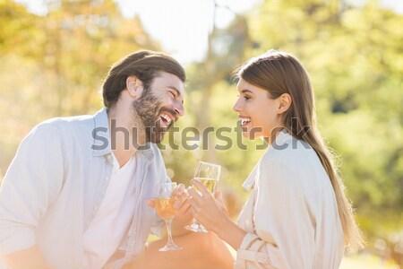 Glimlachend paar wijn naar ander Stockfoto © wavebreak_media
