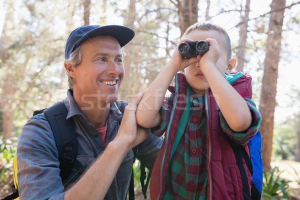 Felice uomo guardare figlio guardando binocolo Foto d'archivio © wavebreak_media