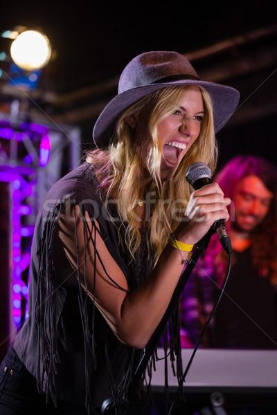 Cantante fase discoteca donna musica Foto d'archivio © wavebreak_media