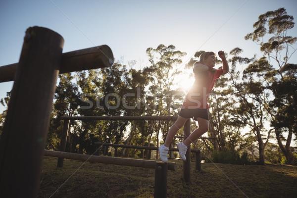 мальчика препятствие лагерь древесины Сток-фото © wavebreak_media