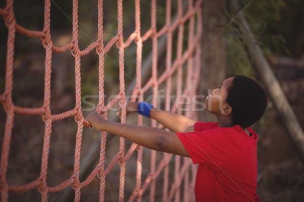 Határozott fiú mászik net akadályfutás csizma Stock fotó © wavebreak_media