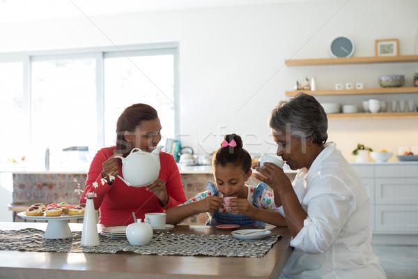 счастливым семьи чай обеденный стол домой ребенка Сток-фото © wavebreak_media