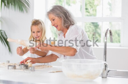 Sorridente neta avó cozinha luvas Foto stock © wavebreak_media