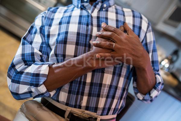 Adam el göğüs ağrı ayakta Stok fotoğraf © wavebreak_media