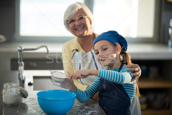 Avó posando neta farinha cozinha mulher Foto stock © wavebreak_media