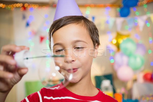 Aranyos fiú játszik buborék születésnapi buli otthon Stock fotó © wavebreak_media