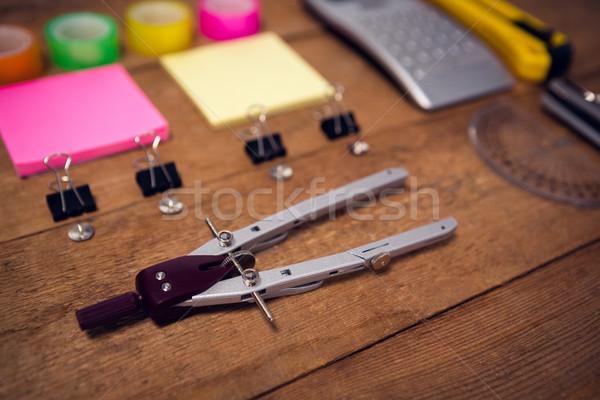 Tiro oficina mesa de madera mesa calculadora Foto stock © wavebreak_media