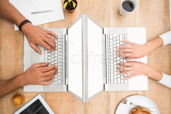 Stok fotoğraf: Gündelik · iş · arkadaşları · çalışma · ekran · dizüstü · bilgisayar