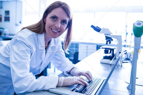 Scienziato lavoro laptop laboratorio Università donna Foto d'archivio © wavebreak_media