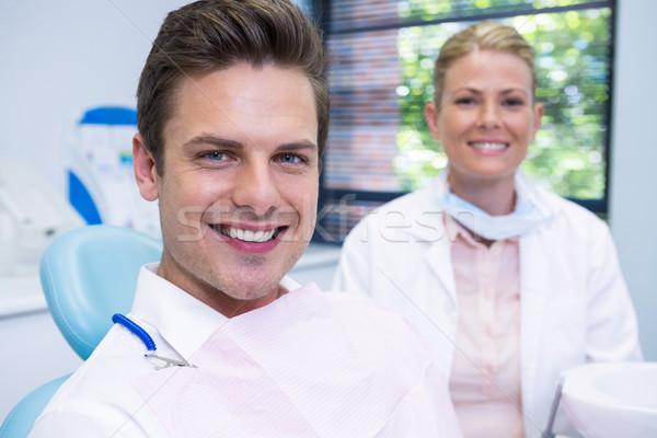 Sonriendo hombre dentista sesión dentales clínica Foto stock © wavebreak_media