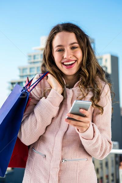 Fiatal lány telefon vásárlás város nő boldog Stock fotó © wavebreak_media