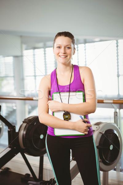 Uśmiechnięty trener schowek siłowni kobieta Zdjęcia stock © wavebreak_media