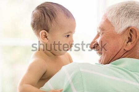 Supérieurs homme jouer petit-fils maison famille Photo stock © wavebreak_media