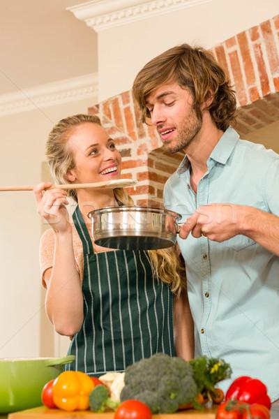 Csinos szőke nő készít fiúbarát ízlés előkészítés Stock fotó © wavebreak_media