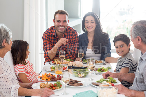 Familie samen maaltijd vergadering eettafel vrouw Stockfoto © wavebreak_media