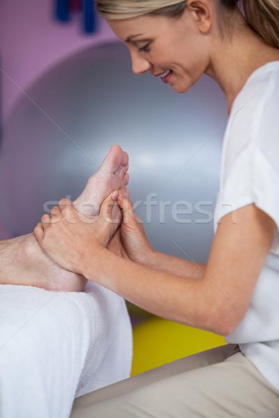 Voet massage patiënt kliniek vrouw man Stockfoto © wavebreak_media