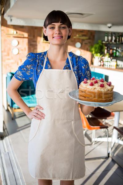 Portret uśmiechnięty kelnerka ciasto sklep Zdjęcia stock © wavebreak_media