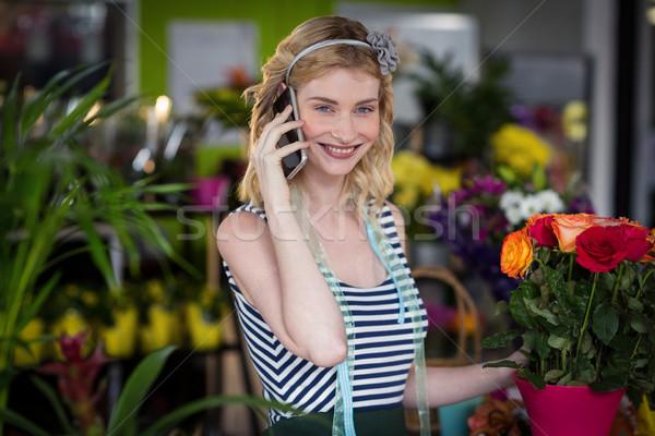 Homme fleuriste parler téléphone portable magasin fleur Photo stock © wavebreak_media