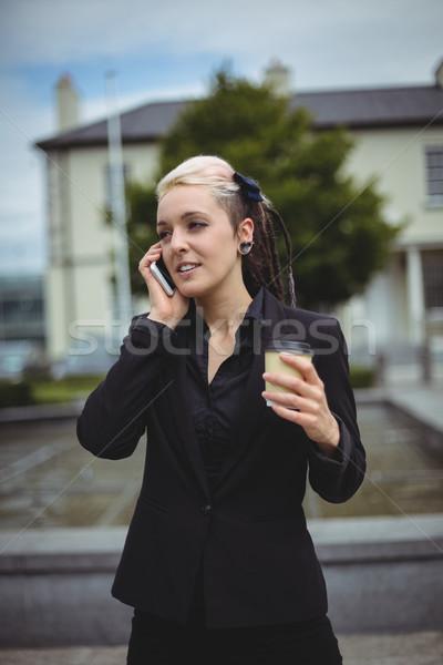 Işkadını konuşma cep telefonu tek kullanımlık kahve fincanı Stok fotoğraf © wavebreak_media