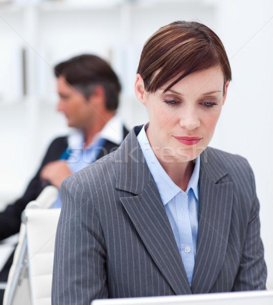 Zagęszczony kobieta interesu posiedzenia pracy komputera Zdjęcia stock © wavebreak_media