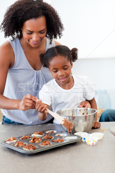 Dziewczynka herbatniki matka kuchnia kobieta rodziny Zdjęcia stock © wavebreak_media