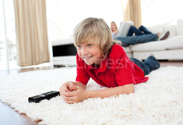 Koncentrált fiú néz tv padló nappali Stock fotó © wavebreak_media