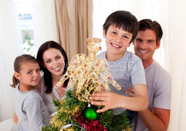 Boldog kicsi fiú karácsonyfa család nappali Stock fotó © wavebreak_media