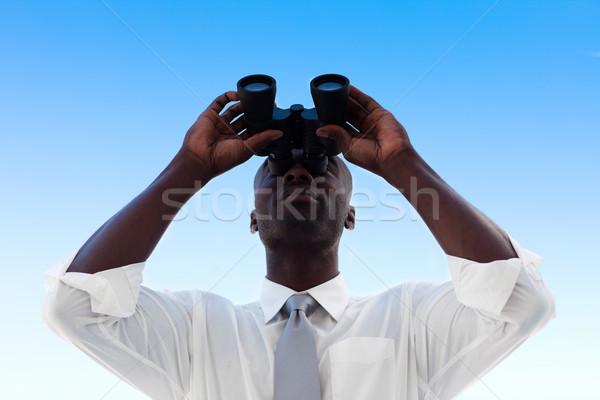 Empresário olhando binóculo africano homem óculos Foto stock © wavebreak_media