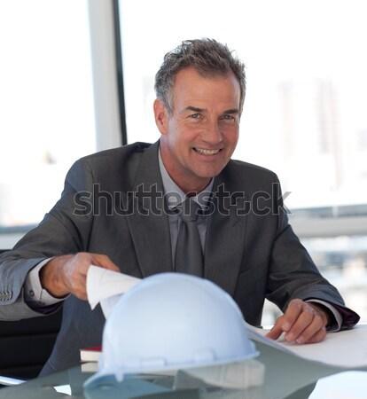 Ingenieur naar blauwdrukken kantoor gebouw zakenman Stockfoto © wavebreak_media