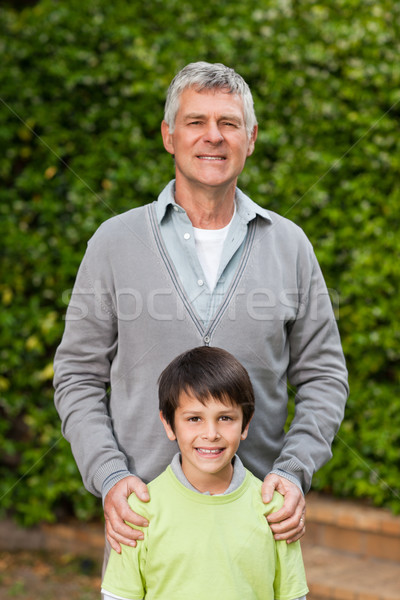 Großvater Enkel schauen Kamera Garten Familie Stock foto © wavebreak_media