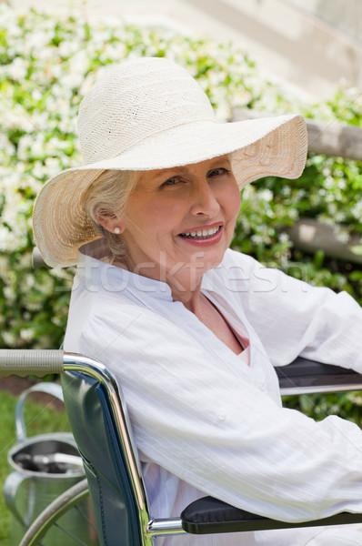 Starsza kobieta wózek ogród medycznych zdrowia kobiet Zdjęcia stock © wavebreak_media