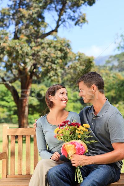 Homme offrant fleurs petite amie femme été Photo stock © wavebreak_media