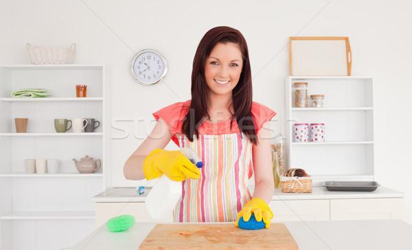 Káprázatos nő takarítás vágódeszka konyha arc Stock fotó © wavebreak_media