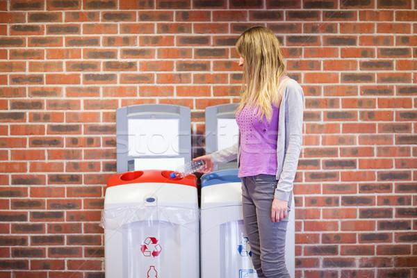 Bonitinho estudante reciclagem plástico garrafa papel Foto stock © wavebreak_media