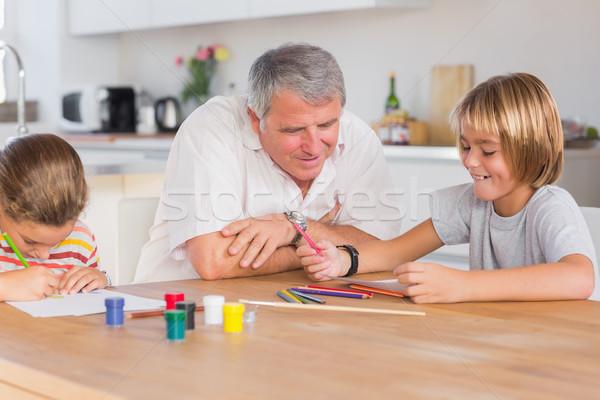 Nagyapa unokák rajz konyha papír gyermek Stock fotó © wavebreak_media