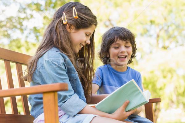 側面図 子供 読む 図書 公園 ベンチ ストックフォト © wavebreak_media