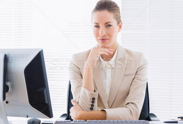 Sério empresária computador mesa de escritório retrato jovem Foto stock © wavebreak_media