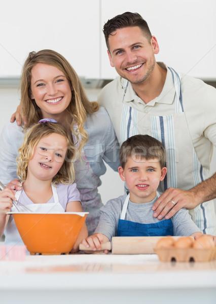 Família bolinhos balcão da cozinha retrato família feliz Foto stock © wavebreak_media