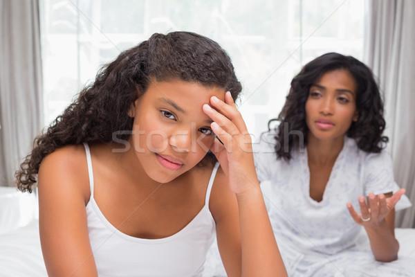 母親 娘 引数 ベッド ホーム ベッド ストックフォト © wavebreak_media