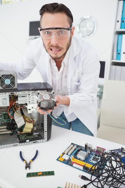 Stockfoto: Computer · ingenieur · tonen · gebroken · fan