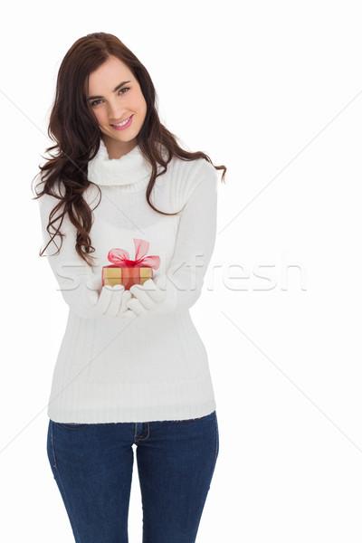 Uśmiechnięty brunetka biały rękawice dar Zdjęcia stock © wavebreak_media