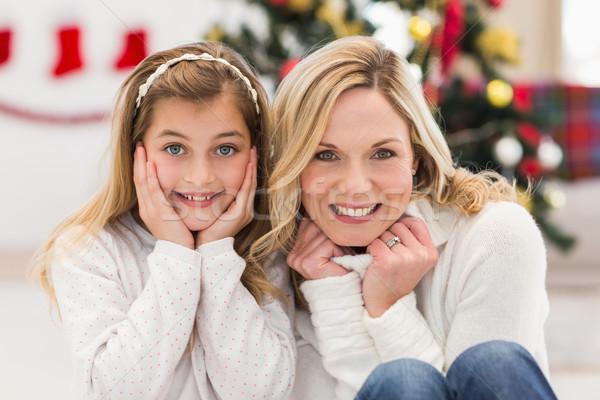 Matka córka uśmiechnięty kamery domu Zdjęcia stock © wavebreak_media
