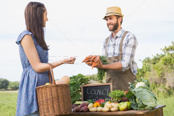 Gazda elad organikus termény napos idő nő Stock fotó © wavebreak_media