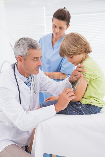 Médico injeção pequeno menino médico escritório Foto stock © wavebreak_media